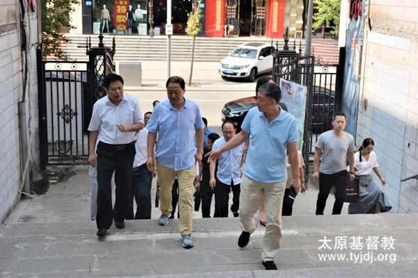 吕梁市委统战部副部长、吕梁市宗教局局长一行到市两会调研